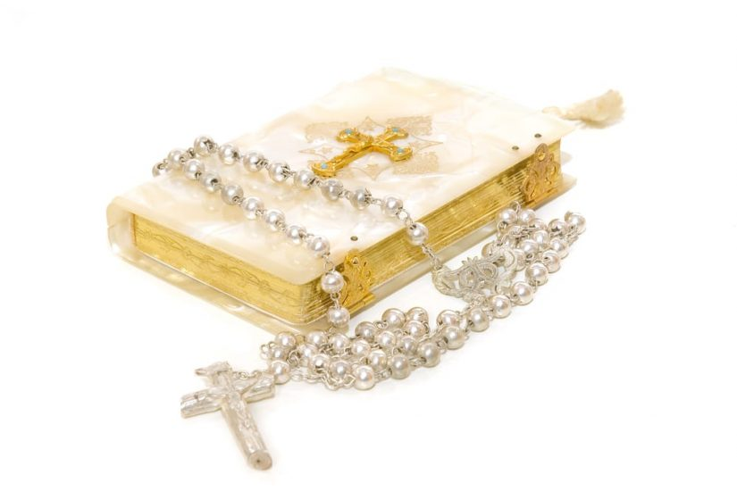 picture of white rosary and bible